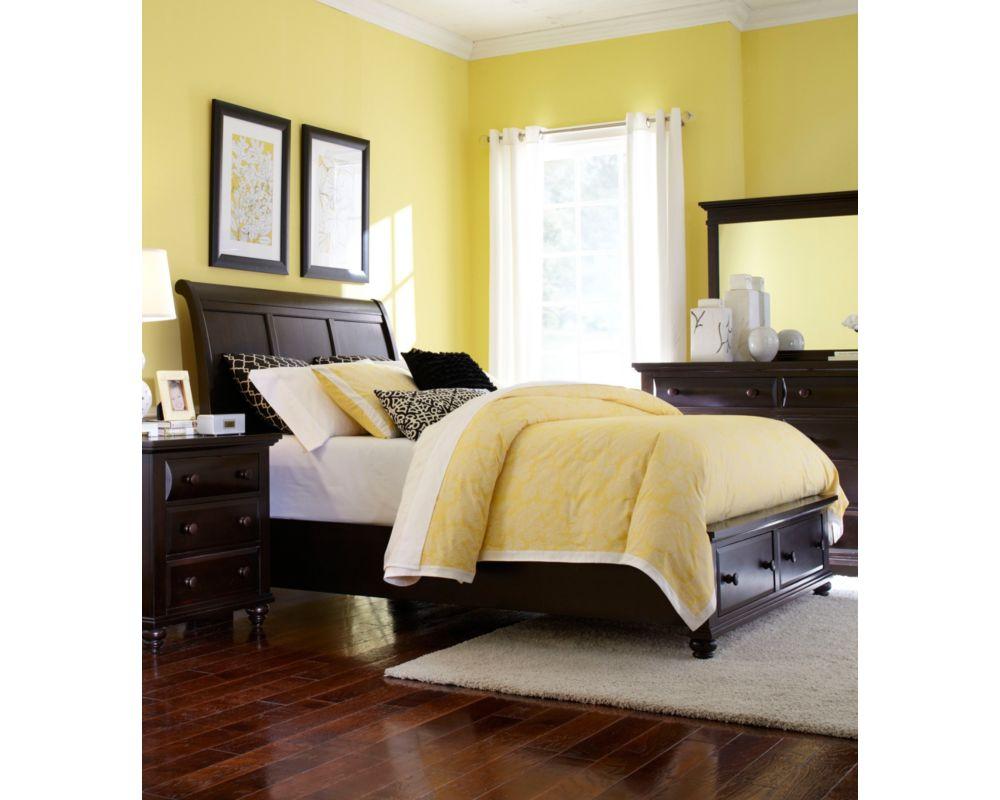 Farnsworth Sleigh Bed Broyhill